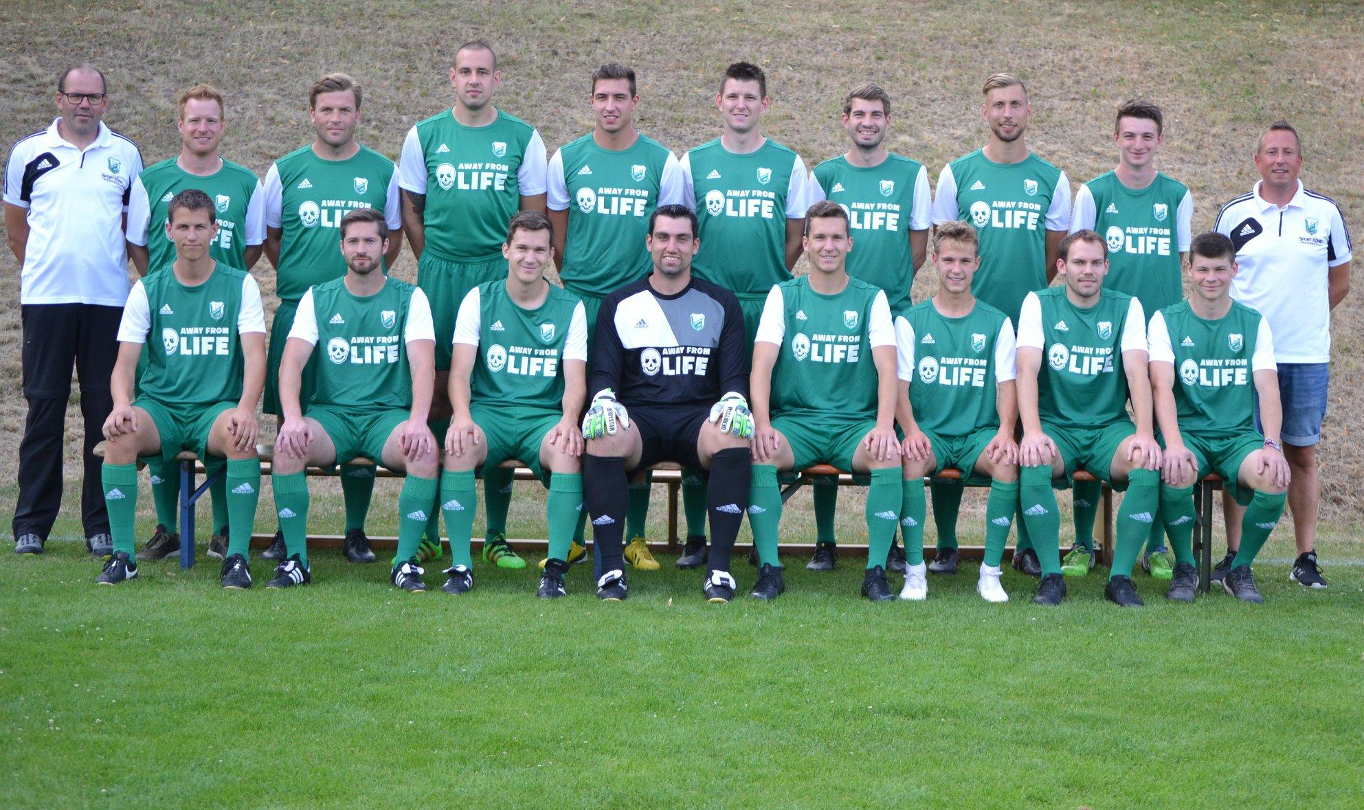 Die 1. Mannschaft des 1. FC Viktoria Untererthal mit AWAY FROM LIFE auf der Brust