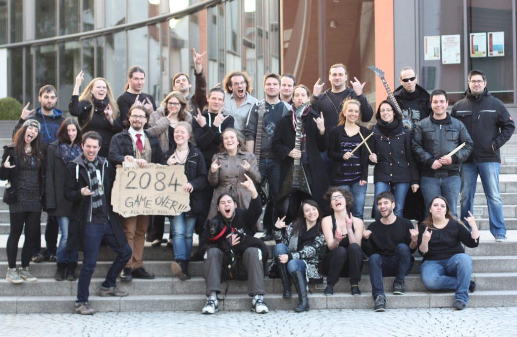 Das Ensemble von 01011001; Foto Theater der härteren Klangart