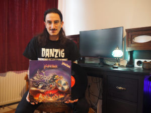 Deluminator-Sänger Tariq mit Judas Priest-Platte