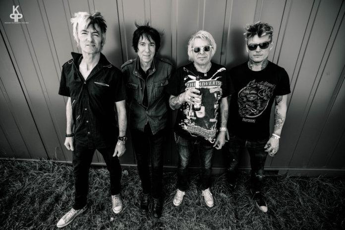 UK Subs - Punk-Band - Charlie Harper - Aurelien Jouanen at Krousky Peutebatre-pictures.
